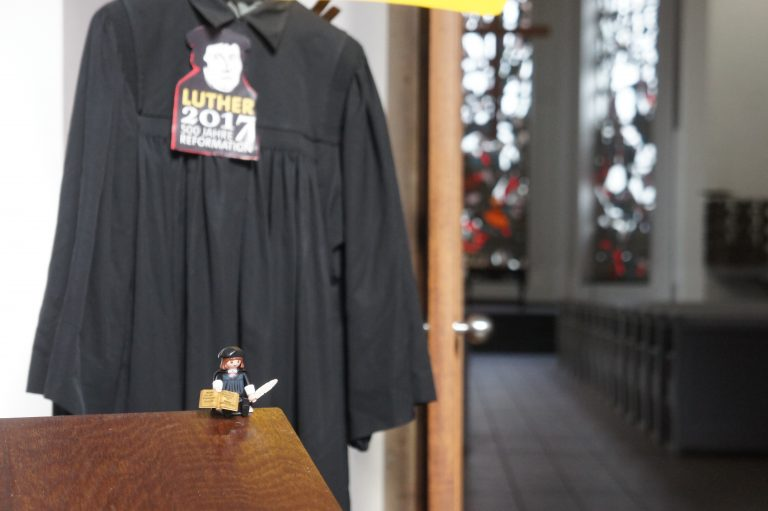 Reformationsgottesdienst: Ein Geschenk wird ausgepackt