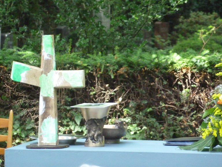 """Ökumenischer """"Open-Air""""- Gottesdienst auf dem evangelischen Friedhof am Wasserturm"""