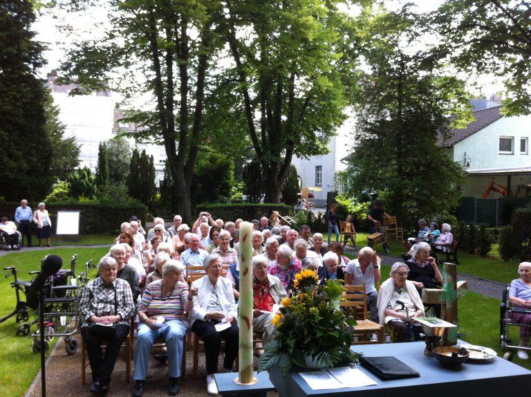 Ökumenischer Open-Air-Gottesdienst auf dem Friedhof