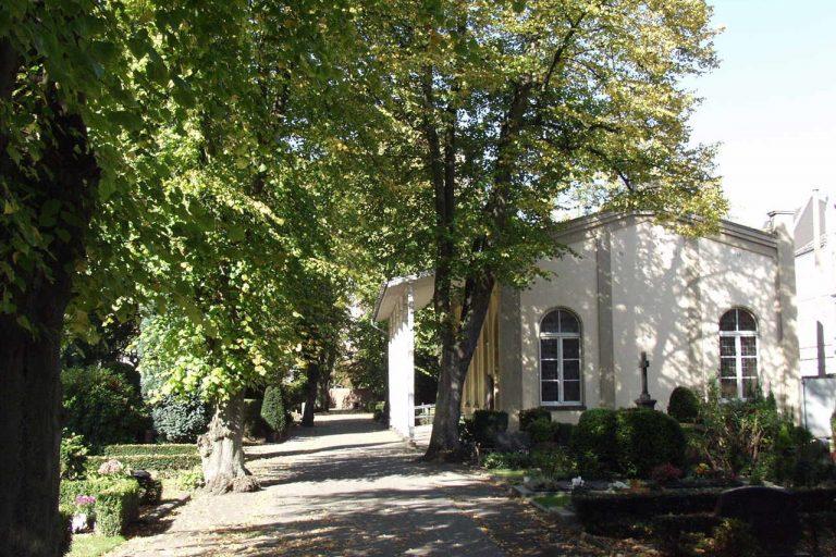Der Evangelische Friedhof am Wasserturm in Gladbach