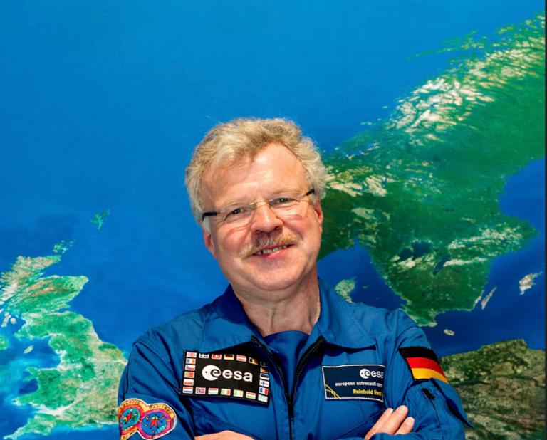 Astronaut macht mit beim Online-Ostergottesdienst zu Christi Himmelfahrt